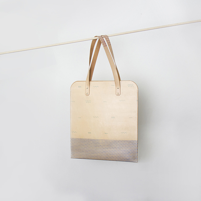 Tote_abstract