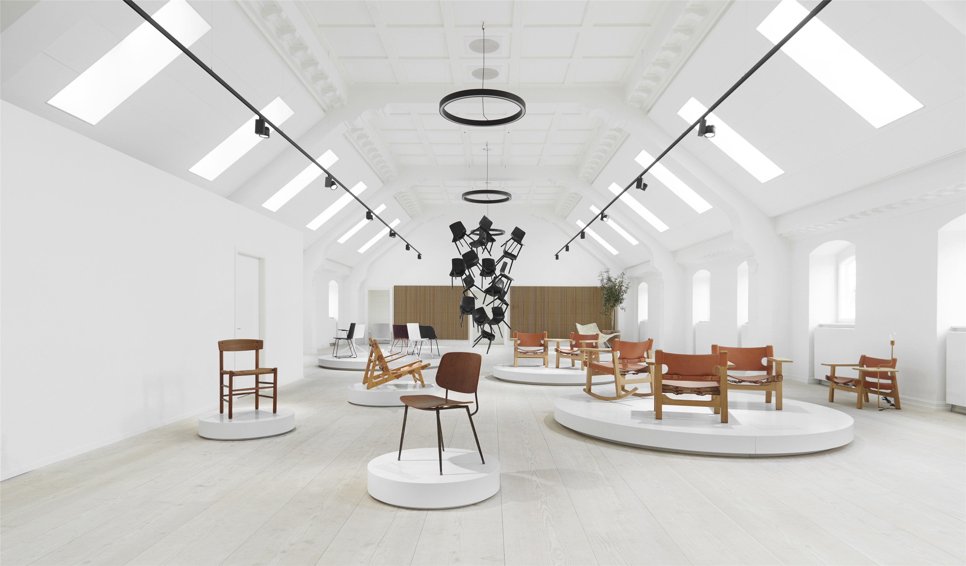Fredericia's new rooftop showroom in Copenhagen - light spaces - minimal design - mid-century furniture design - loft-style living